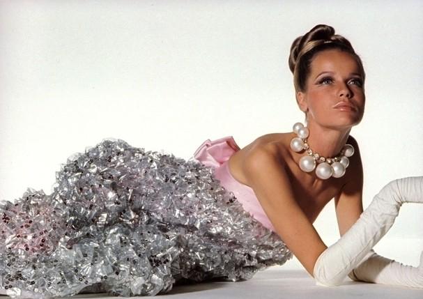 Veruschka em clique de Irving Penn (Foto: Vogue US / Setembro, 1966)