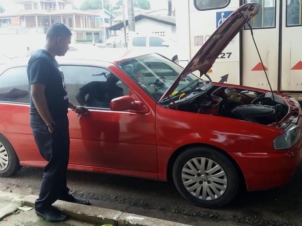 carro; roubado; carro vermelho; alteração; macapá; amapá; (Foto: John Pacheco/G1)