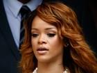 Bêbada, Rihanna precisa de ajuda para deixar festival, diz site