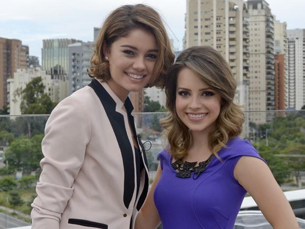 Sandy posa com Sophie Charlotte durante as gravações  (Foto: TV Globo/Bob Paulino)