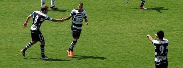 Paulinho comemora gol do XV de Piracicaba (Foto: Divulgação XV de Piracicaba)