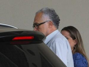 O ex-presidente do PT José Genoino ao chegar para avaliação no Instituto de Cardiologia neste sábado (Foto: Dida Sampaio / Agência Estado)