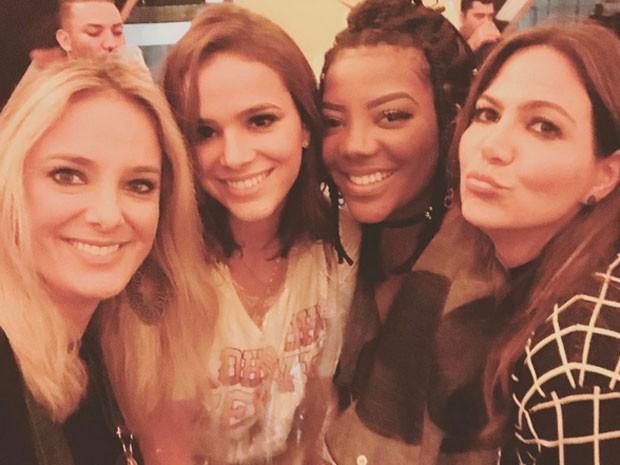 Ticiane Pinheiro, Bruna MArquezine, Ludmilla e Carol Sampaio no Lollapalooza em São Paulo (Foto: Instagram/ Reprodução)