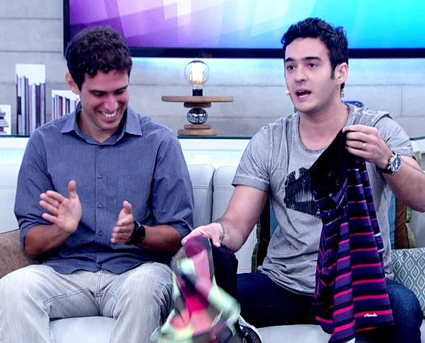Marcos Veras faz piada com bermudas que seriam de William Bonner (Foto: Encontro com Fátima Bernardes / TV Globo)