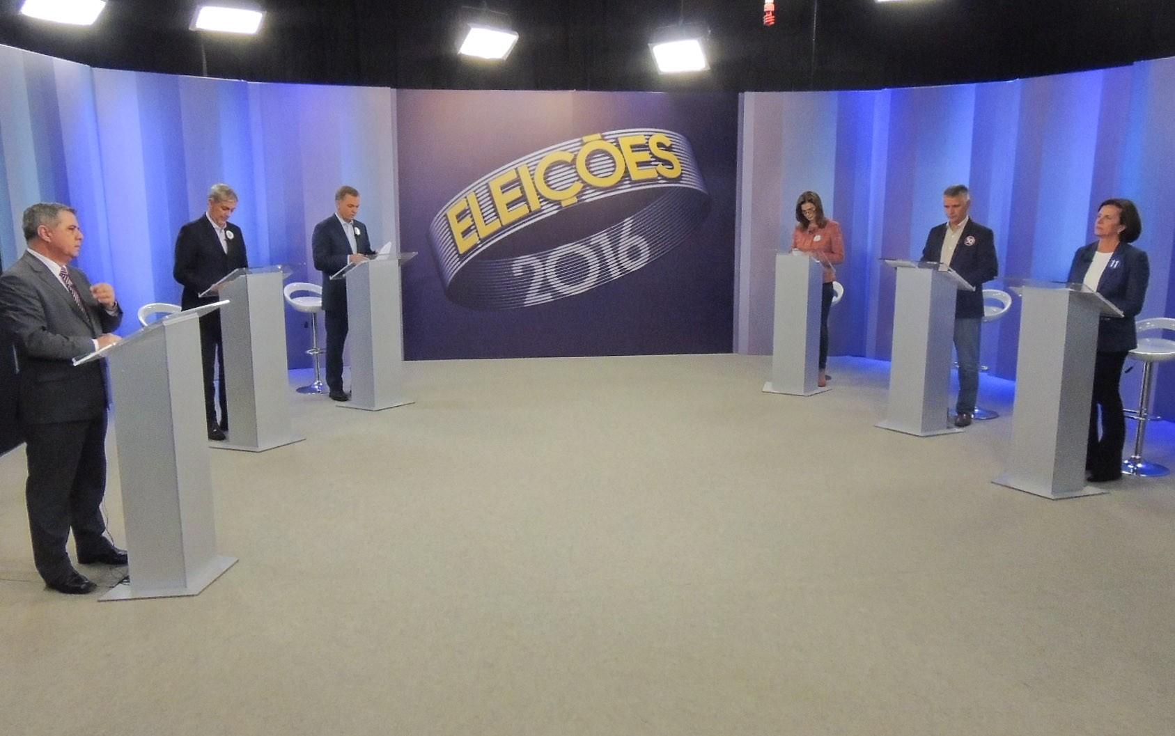 Candidatos à Prefeitura de Florianópolis (SC) durante o debate (Foto: G1)