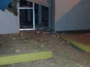 Criminosos explodem caixa eletrônico do Banco Bradesco, em Cajari, MA (Foto: Divulgação/Polícia)