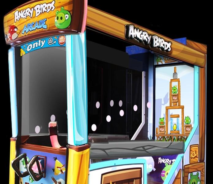 Angry Birds nos fliperamas traz um estilingue de verdade para o jogo (Foto: Reprodução/Kotaku)