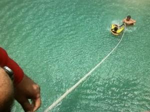Saiba o que fazer em casos de afogamento (Foto: Reprodução RBS TV)