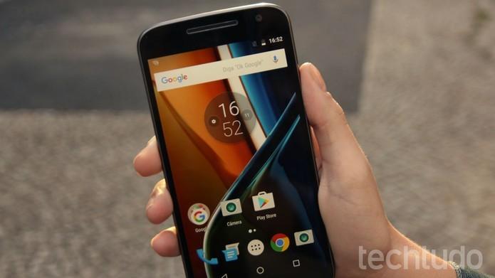 A tela do Moto G 4 (foto), com 5,5 polegadas, mostrou-se bastante resistente no review do TechTudo (Foto: Ana Marques/TechTudo)