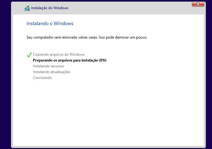 Aguardando a finalização da instalação do Windows 8 (Foto: Reprodução/Edivaldo Brito)