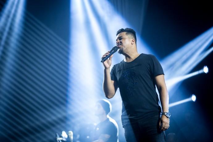 O vocalista Bruno Cardoso em ação no ensaio para nova turnê do Sorriso Maroto (Foto: Fabiano Battaglin/Gshow)