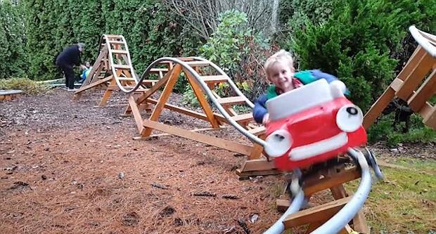 Avô-constrói-montanha-russa (Foto: Reprodução / Dailymail)
