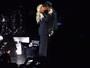 Beyoncé e Jay-Z se beijam em comício de Hillary Clinton