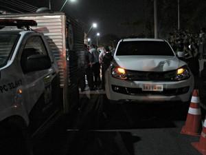 De acordo com a Polícia Civil, o condutor do veículo atropelou a mulher, abandonou e o carro e fugiu a pé (Foto: Suelen Gonçalves/G1 AM)