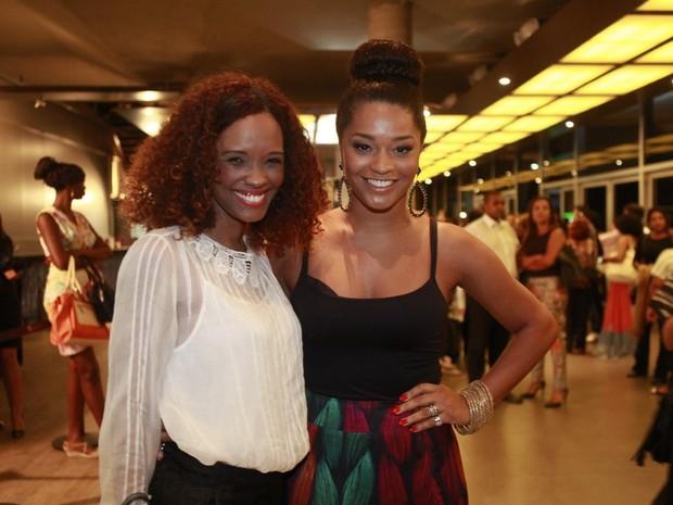 Isabel Fillardis e Juliana Alves em espetáculo no Rio (Foto: Isac Luz/ EGO)