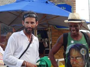 García (esq) e o amigo de longa data, Roberto Santos (Foto: Lucas Leite/G1)