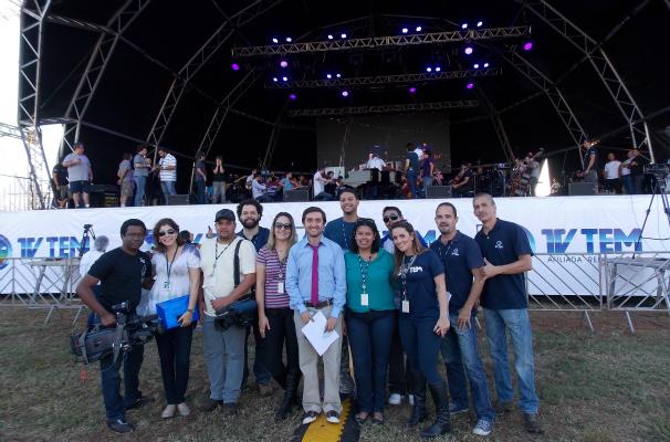 Parte da equipe da TV TEM nos bastidores do Show dos 10 Anos (Foto: Gabriela Cardoso / TV TEM)