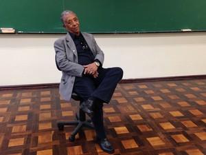 Em 2006, com 65 anos de idade, Seu Vitor voltou à escola (Foto: Rafaella Fraga/G1)