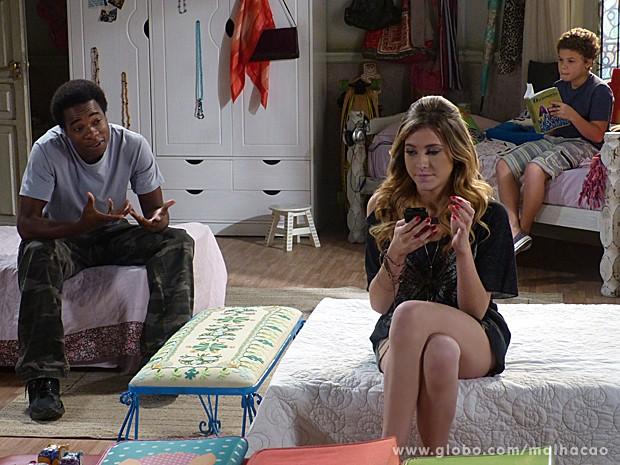 Frédéric tenta convencer Sofia a mudar o visual de Briguita (Foto: Malhação / TV Globo)