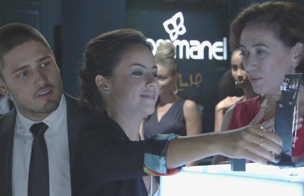 A mãe, Maria Marta, e o irmão João Lucas fizeram questão de conferir o sucesso de Maria Clara (Foto: Divulgação/GShow/TV Globo)