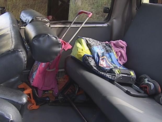Crianças da perua escoalr tiveram ferimentos leves (Foto: Reprodução / TV TEM)