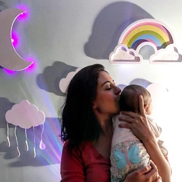 Carol Castro e a filha, Nina (Foto: Reprodução/Instagram)