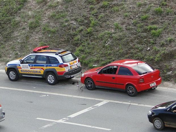 Carro atingiu pedestres que caminhavam no acostamento na MG-10, na Grande BH (Foto: Flávia Cristini/ G1)
