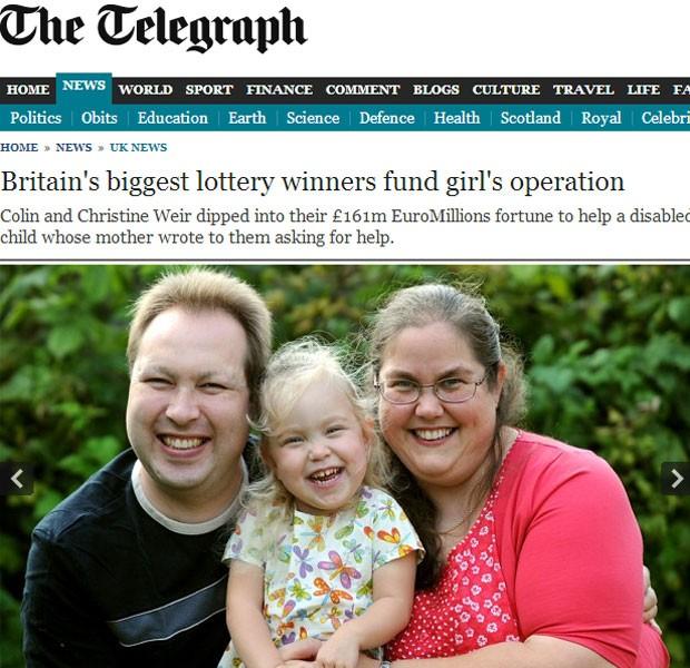Skye com seus pais; família recebeu doação de 28 mil libras para cirurgia (Foto: Reprodução)