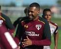 Recuperado e feliz, Breno forma zaga com Rodrigo Caio e Maicon em treino