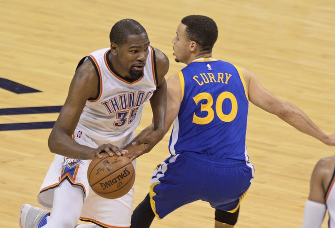 Durant Curry Thunder x Warriors (Foto: Reuters)