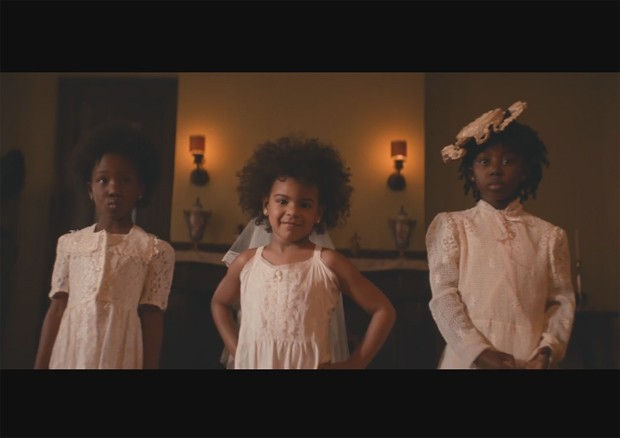 Blue Ivy (ao centro) no clipe de 'Formation', de Beyoncé (Foto: Divulgação)