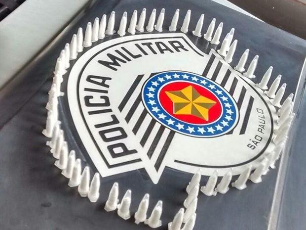 Polícia apreende porções de cocaína escondidas em carro (Foto: Divulgação/Polícia Militar)