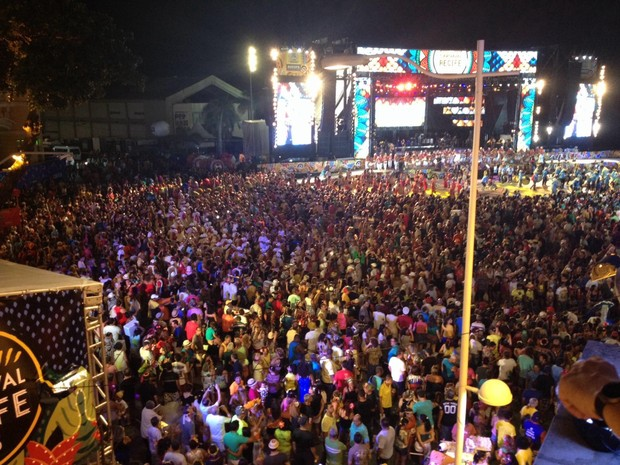 Marco Zero do Recife na abertura do carnaval (Foto: Débora Soares / G1)
