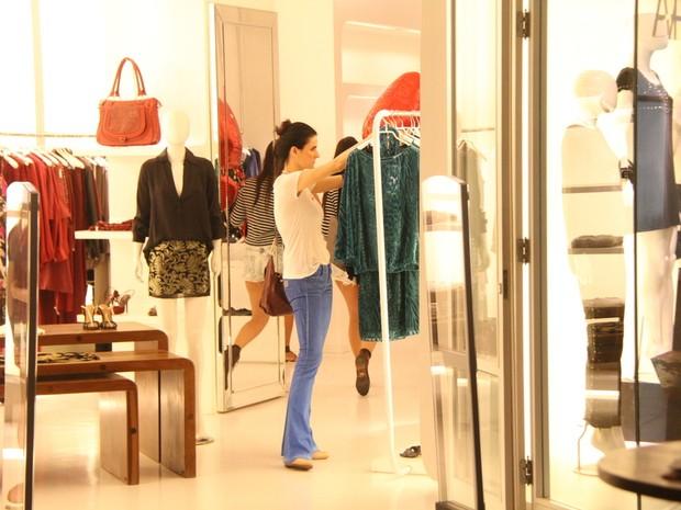Lisandra Souto em shopping no Rio (Foto: Ag. News)