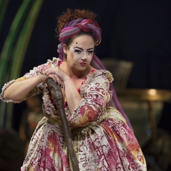 A palhaça paulista Gabriela Argento é uma das únicas brasileiras no elenco da companhia (Foto:  Bianca Tatamiya)
