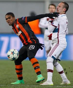 Ribery e Douglas Costa, Shahktar x Bayern de Munique (Foto: Reuters)