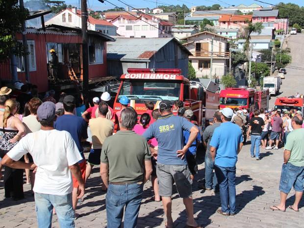 Incêndio em residência de Bento Gonçalves (Foto: Greice Scotton)
