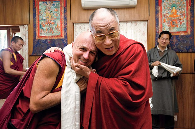 His Holiness the Dalail Lama with Matthieu Ricard, at the end of the Mind and Life Conference. Dharamsala. India. April 2009 (Foto: divulgação/Matthieu Ricard)