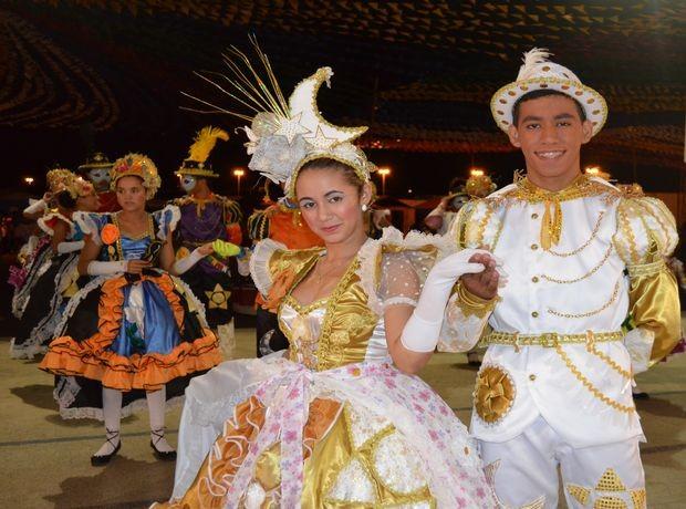 """Xodó na Roça se apresenta com o tema """"A magia do sonho de uma moça camponesa"""" (Foto: Denise Gomes/G1 SE)"""