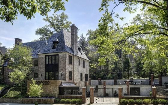 A casa fica no bairro de Kalorama, um dos mais nobre de Washington  (Foto: reprodução)