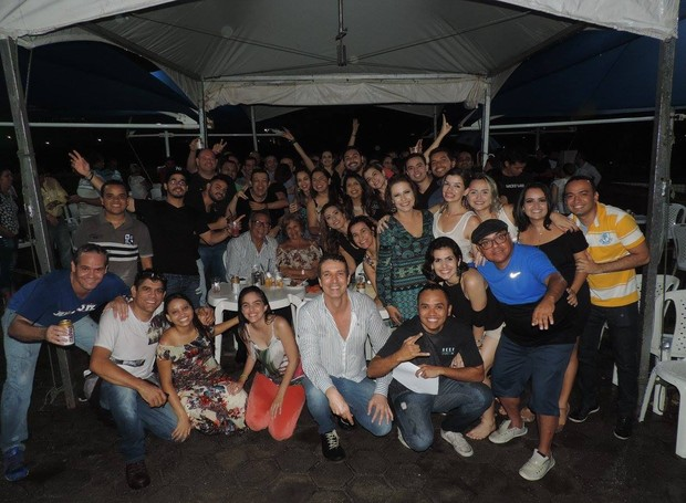 Equipe da Inter TV Cabugi se confraterniza ao som de Uskaravelho e Sirano e Sirino (Foto: Divulgação/Inter TV Cabugi)