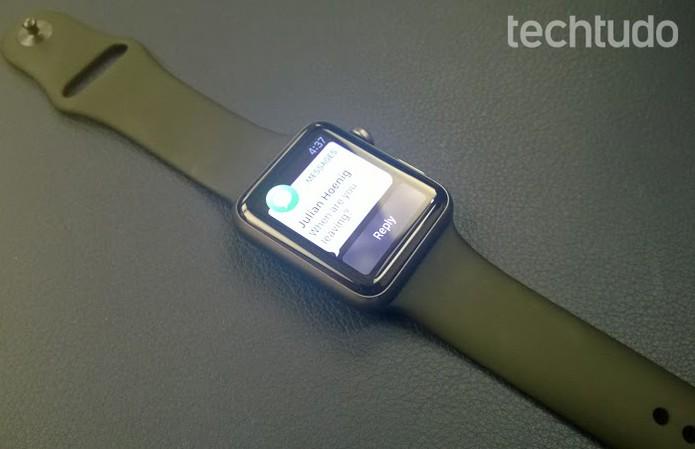 Apple Watch tem espessura de 10 milímetros (Foto: Elson de Souza/TechTudo)