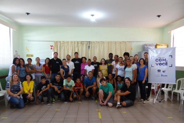 Participantes no lançamento do projeto COM.VOCÊ, no Progen. (Foto: Divulgação EPTV)