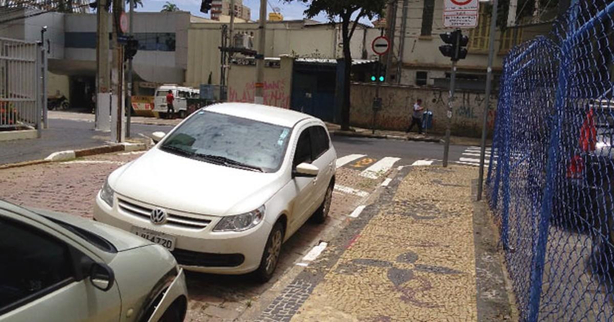 Internauta flagra carro na contramão e relata parada ilegal em vaga ... - Globo.com