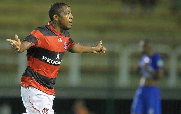 Renato Abreu comemora gol do Flamengo sobre o Olaria (Foto: Ernesto Carriço/Agência Estado)