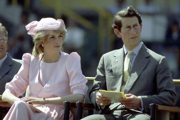 A Princesa Diana com o Príncipe Charles (Foto: Getty Images)