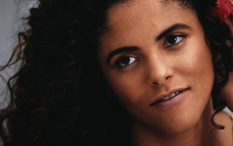 Pele bronzeada com a maquiagem certa: Torquatto ensina produção inspirada em 'Gabriela'
