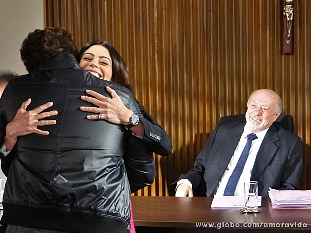 Niko e Silvia comemoram a vitória (Foto: Amor à Vida/ TV Globo)