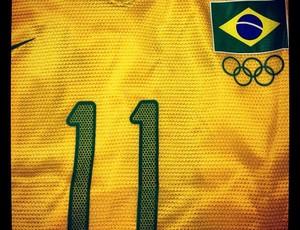 No Instagram, Neymar mostra a camisa que usará em Londres, com o número 11 (Foto: Divulação / Instagram)