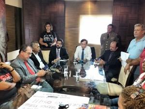 Reunião entre a comissão dos sindicalistas e os deputados foi realizada nesta terça-feira (22). (Foto: Divulgação/ALE)